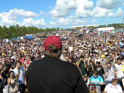 Michael Moore spricht über Slacker Uprising